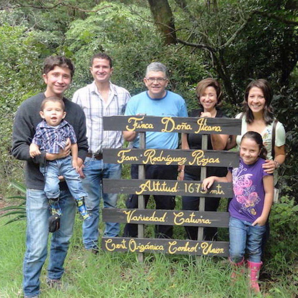 Farmer Finca Doña Ileana, Cesar Felipa Rodriguez Villalobos Exzellenter BIO-Kaffee ILEANA exclusive edition Cup of Excellence Gewinner 2015 Costa Rica